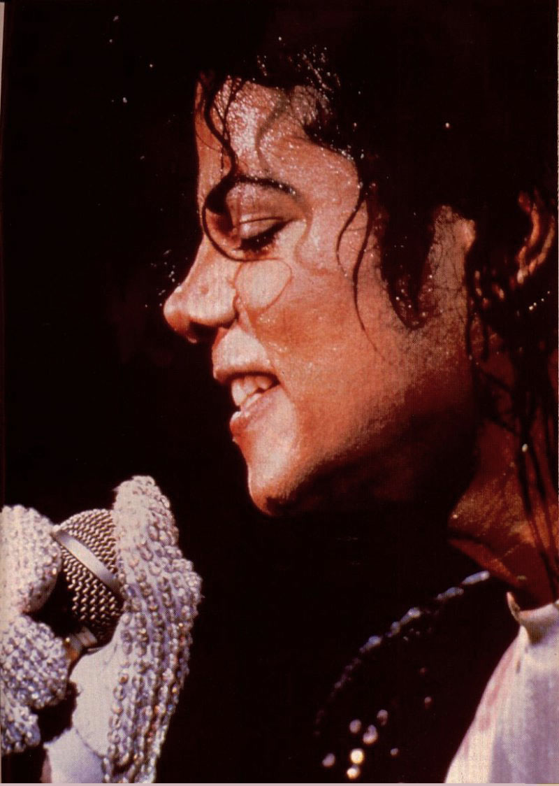 Bad World Tour Onstage- Billie Jean - Shake Your Body (Down To The Ground) 01253