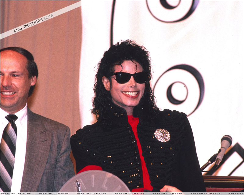 1990- CBS Records Top Selling Artist Of The Decade 01345