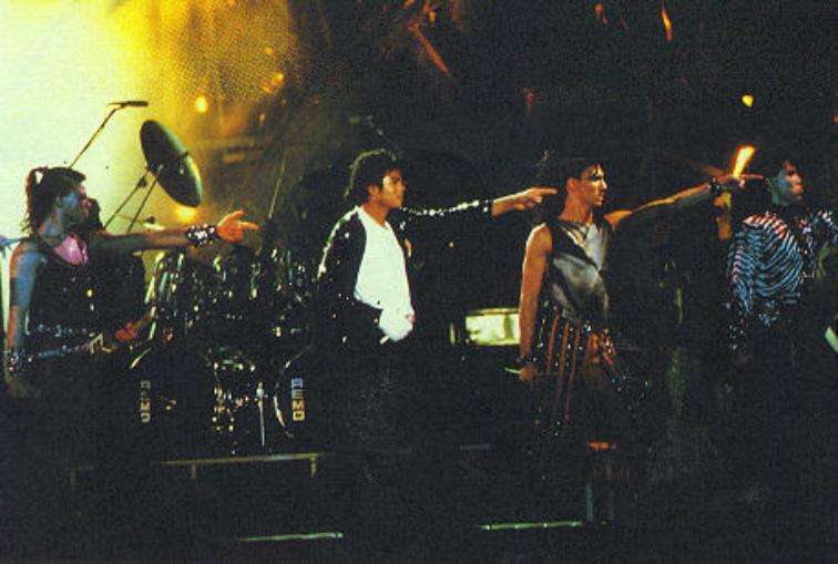 Bad World Tour Onstage- Billie Jean - Shake Your Body (Down To The Ground) 01350