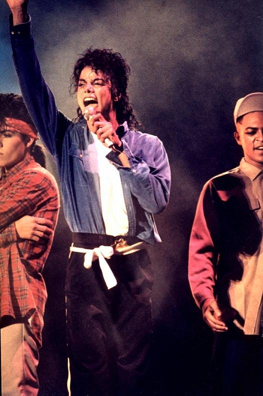 Bad World Tour Onstage- The Way You Make Me Feel 01351