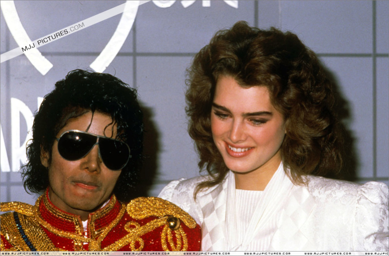 1984- The 11th American Music Awards 01423