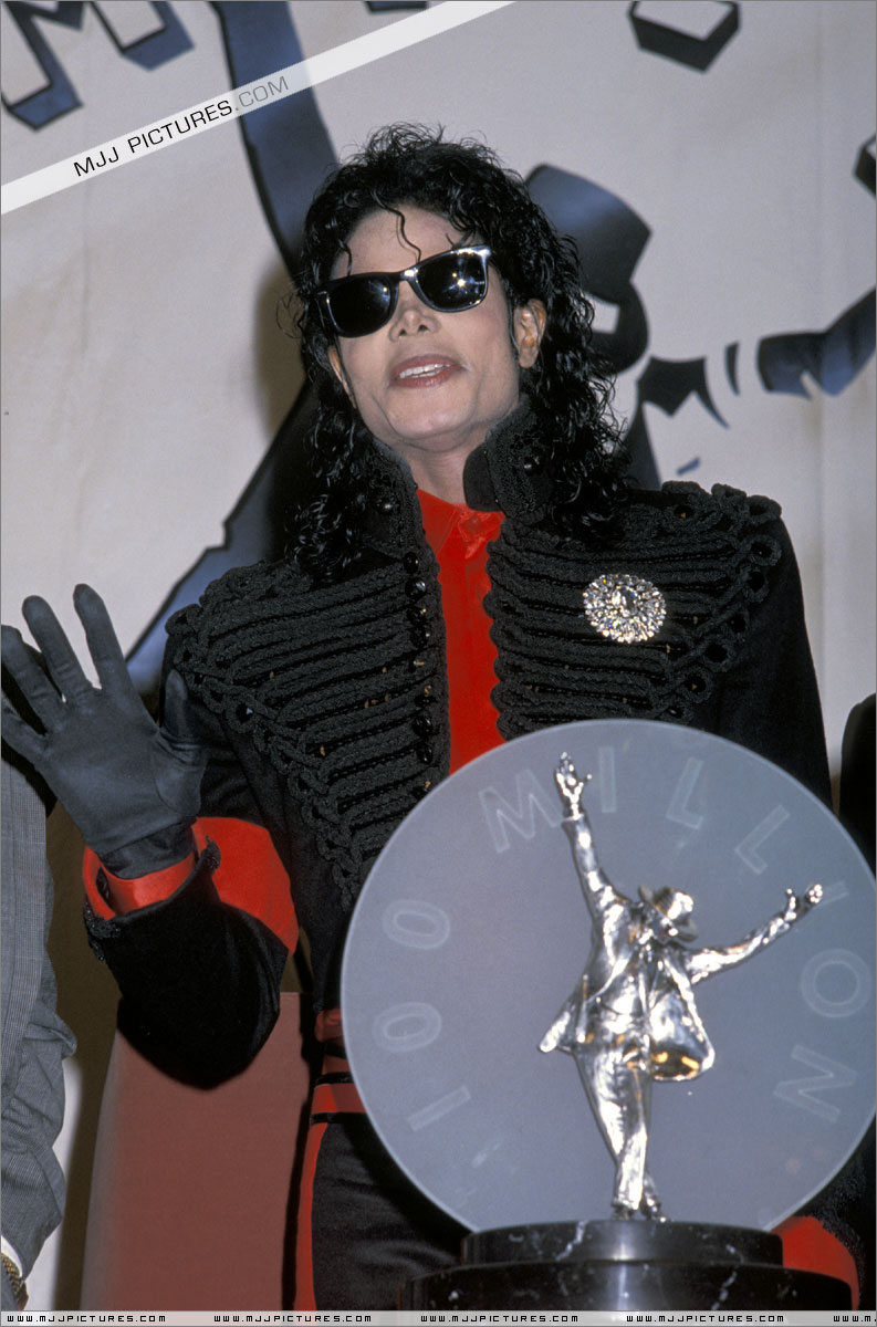 1990- CBS Records Top Selling Artist Of The Decade 01448