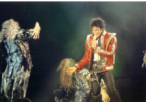 Bad World Tour Onstage- Thriller 01455