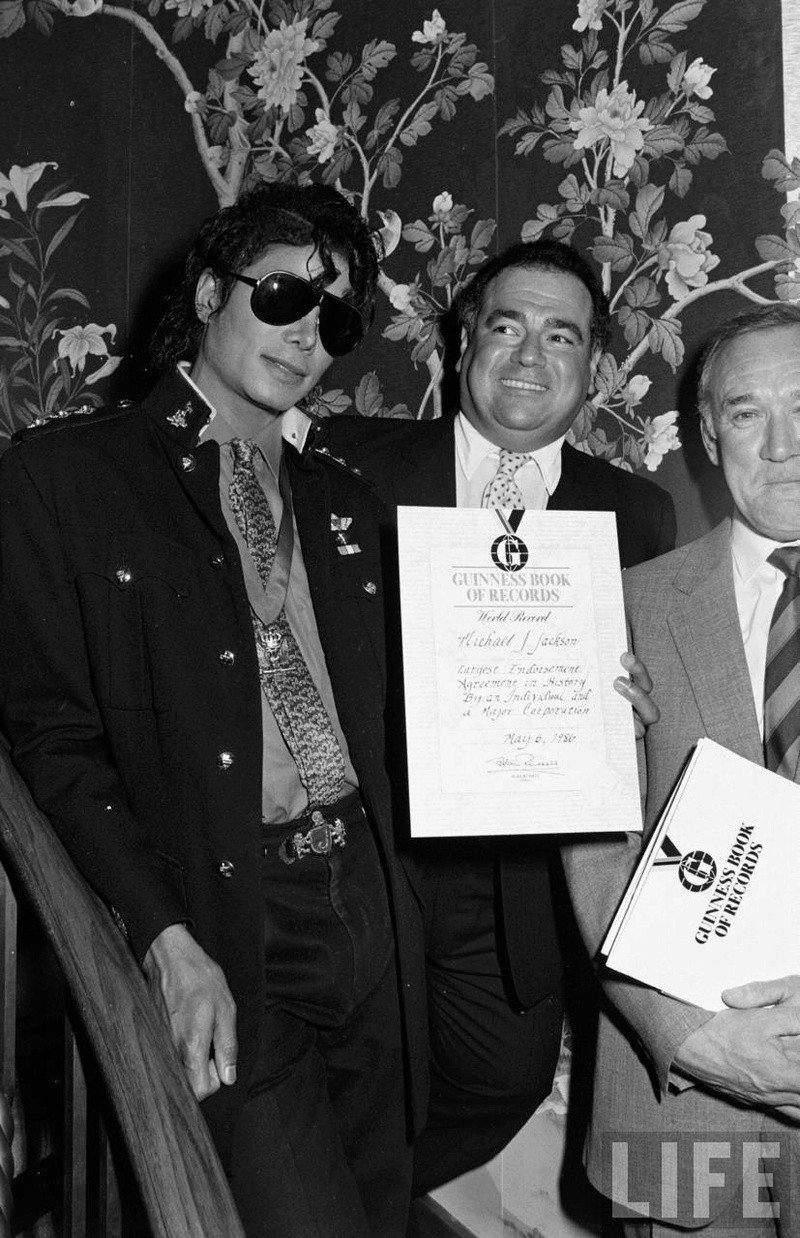 1986- Guinness Book Of World Records May 6, 1986 01526