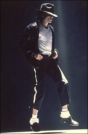 Bad World Tour Onstage- Billie Jean - Shake Your Body (Down To The Ground) 01552