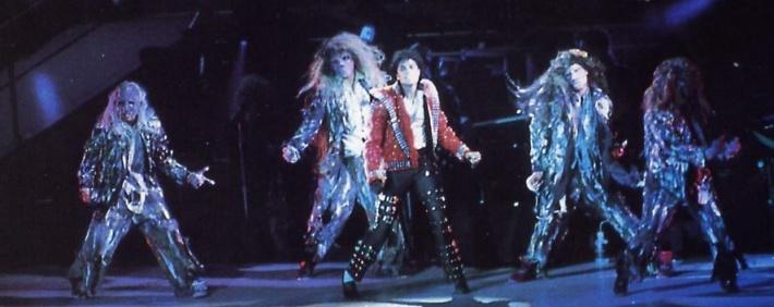 Bad World Tour Onstage- Thriller 01554