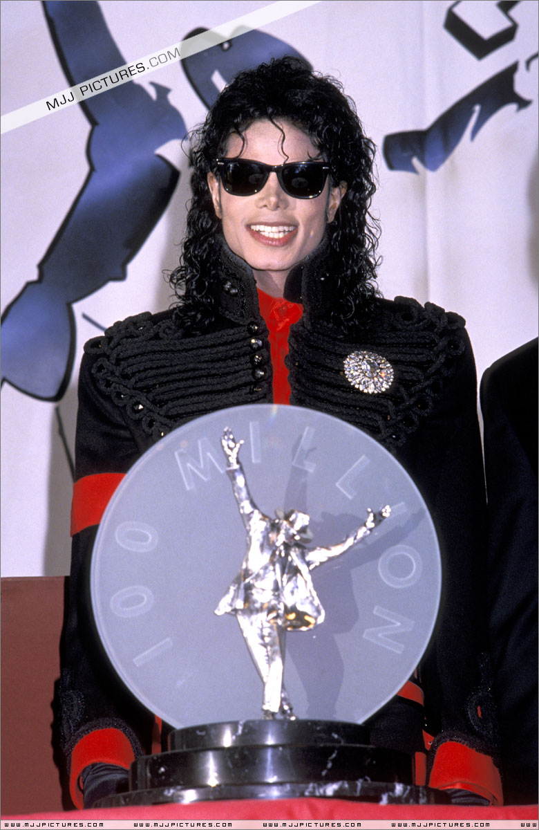 1990- CBS Records Top Selling Artist Of The Decade 01646