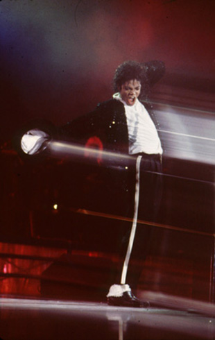 Bad World Tour Onstage- Billie Jean - Shake Your Body (Down To The Ground) 01651