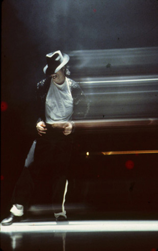 Bad World Tour Onstage- Billie Jean - Shake Your Body (Down To The Ground) 01746