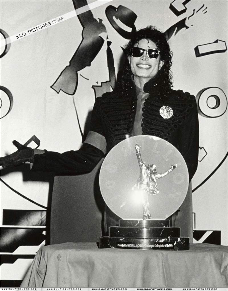 1990- CBS Records Top Selling Artist Of The Decade 01841