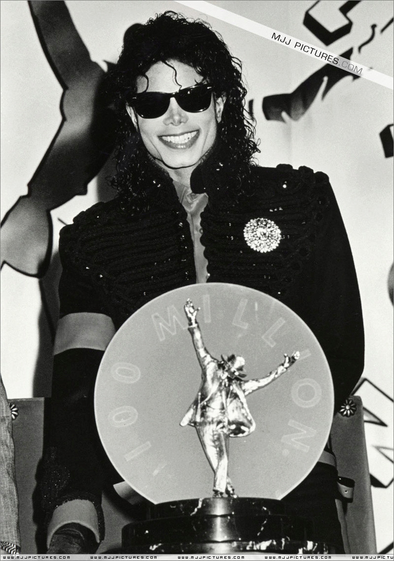 1990- CBS Records Top Selling Artist Of The Decade 01941