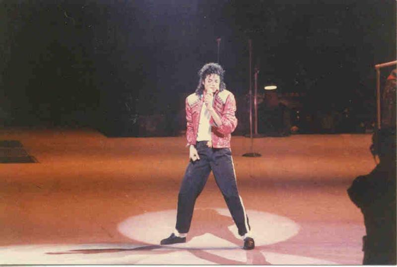 Bad World Tour Onstage- Beat It 01945