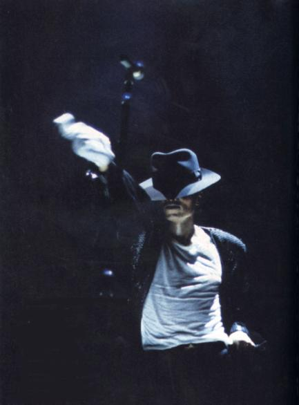 Bad World Tour Onstage- Billie Jean - Shake Your Body (Down To The Ground) 01946