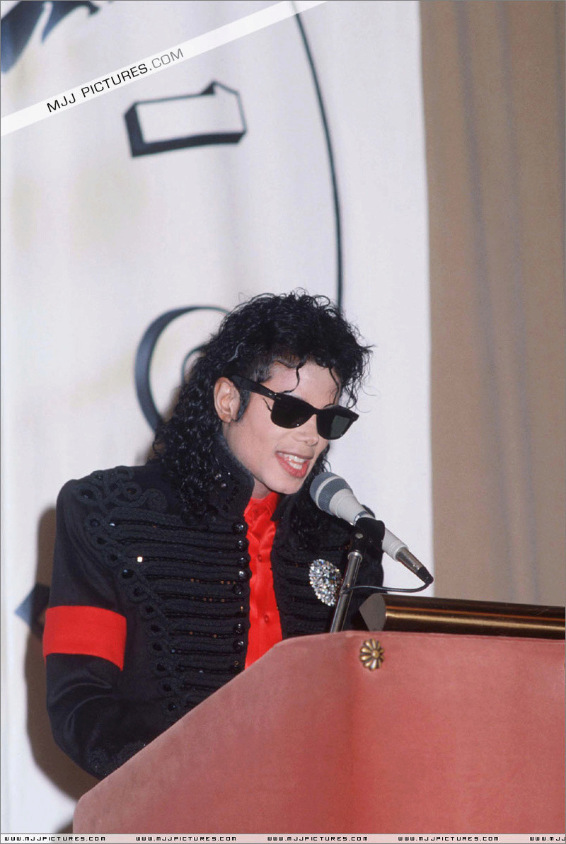 1990- CBS Records Top Selling Artist Of The Decade 02138
