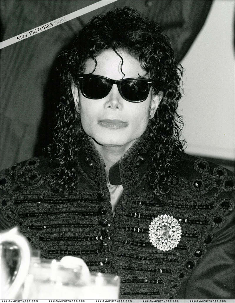 1990- CBS Records Top Selling Artist Of The Decade 02237