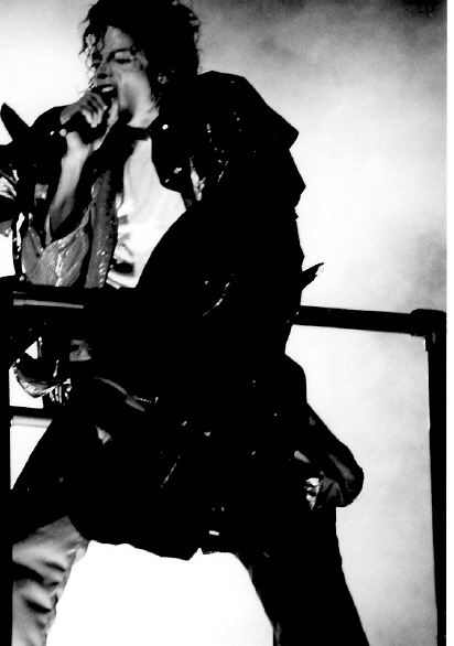 Bad World Tour Onstage- Beat It 02240