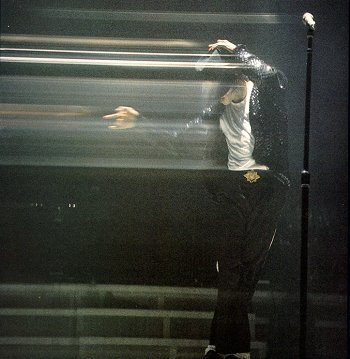 Bad World Tour Onstage- Billie Jean - Shake Your Body (Down To The Ground) 02241