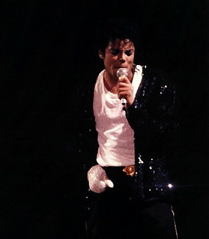 Bad World Tour Onstage- Billie Jean - Shake Your Body (Down To The Ground) 02338