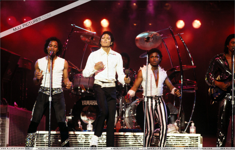 Victory Tour 02427