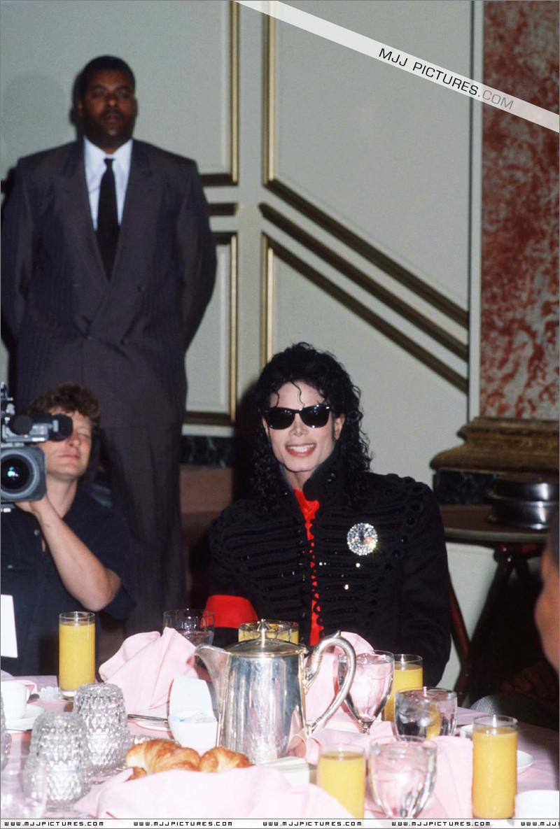 1990- CBS Records Top Selling Artist Of The Decade 02434