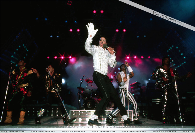 Victory Tour 02524