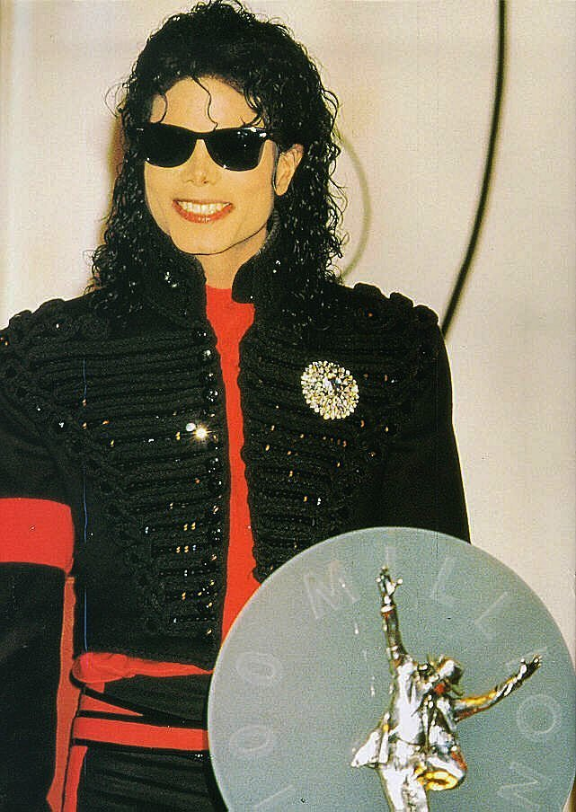 1990- CBS Records Top Selling Artist Of The Decade 02531