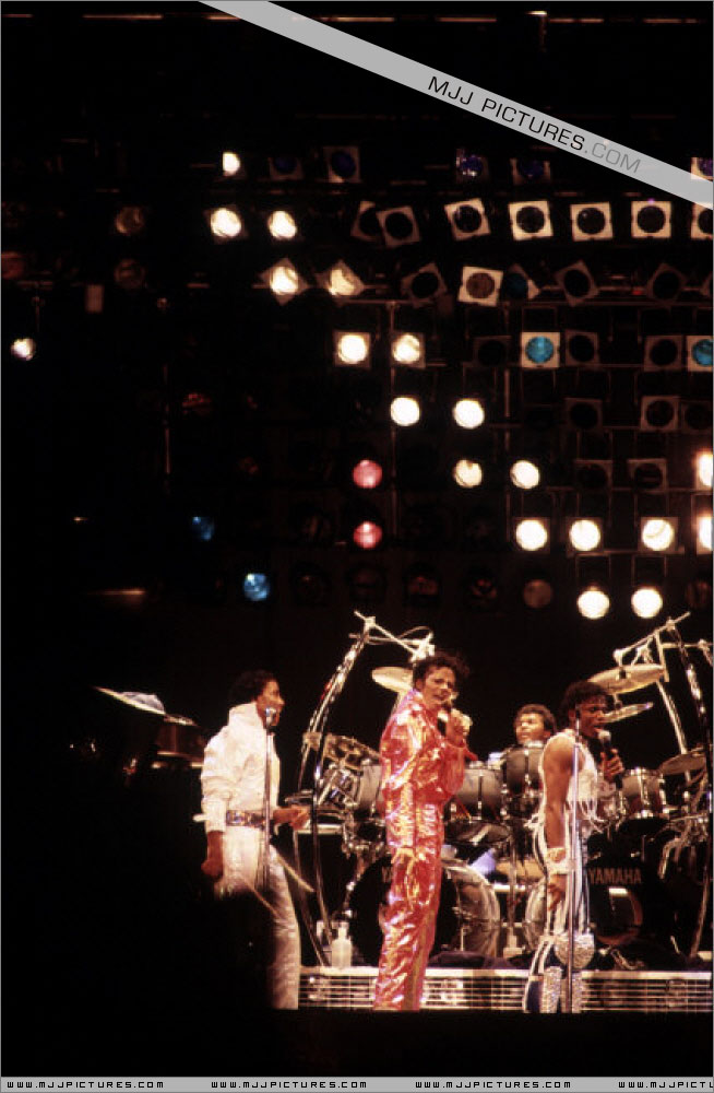 Victory Tour 02725