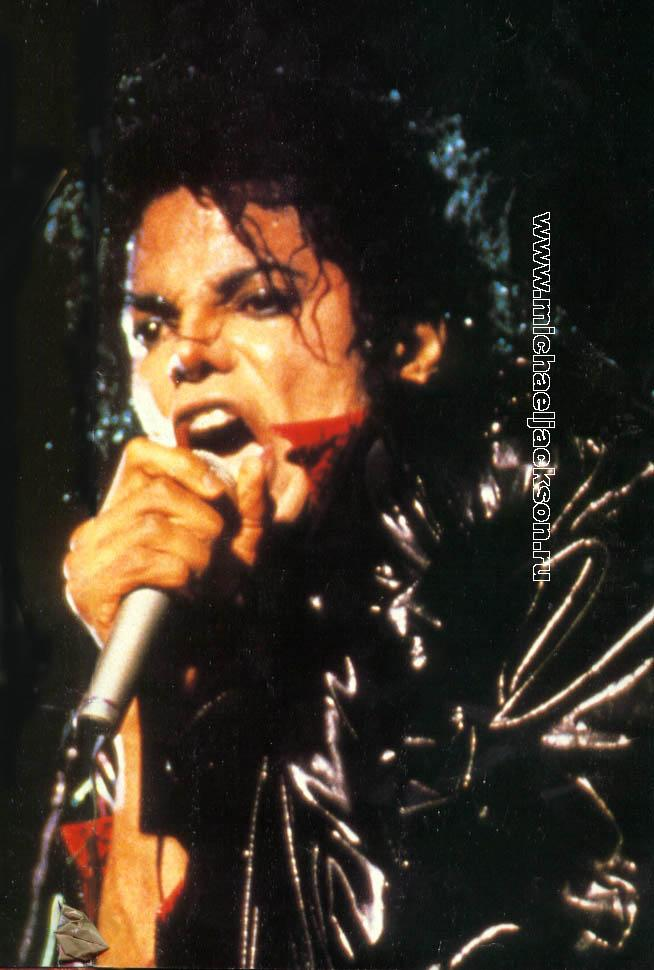 Bad World Tour Onstage- Beat It 02735