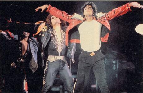 Bad World Tour Onstage- Beat It 03030