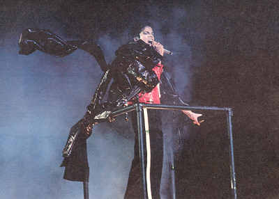 Bad World Tour Onstage- Beat It 03128