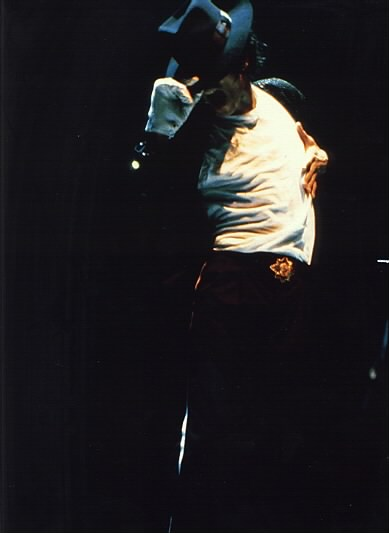 Bad World Tour Onstage- Billie Jean - Shake Your Body (Down To The Ground) 03129