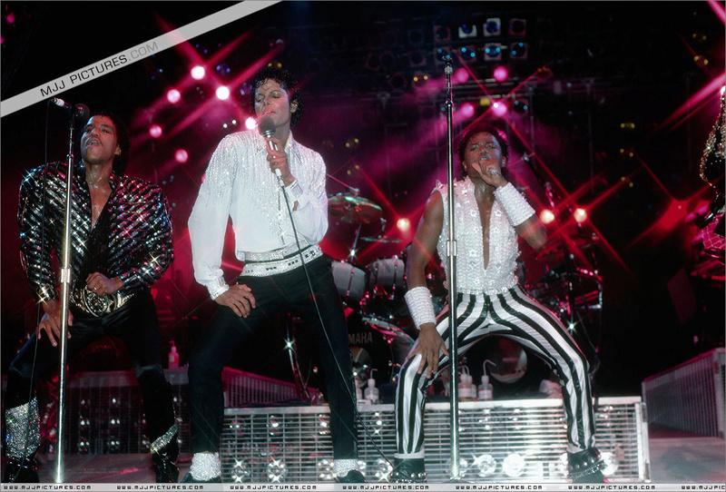Victory Tour 09810