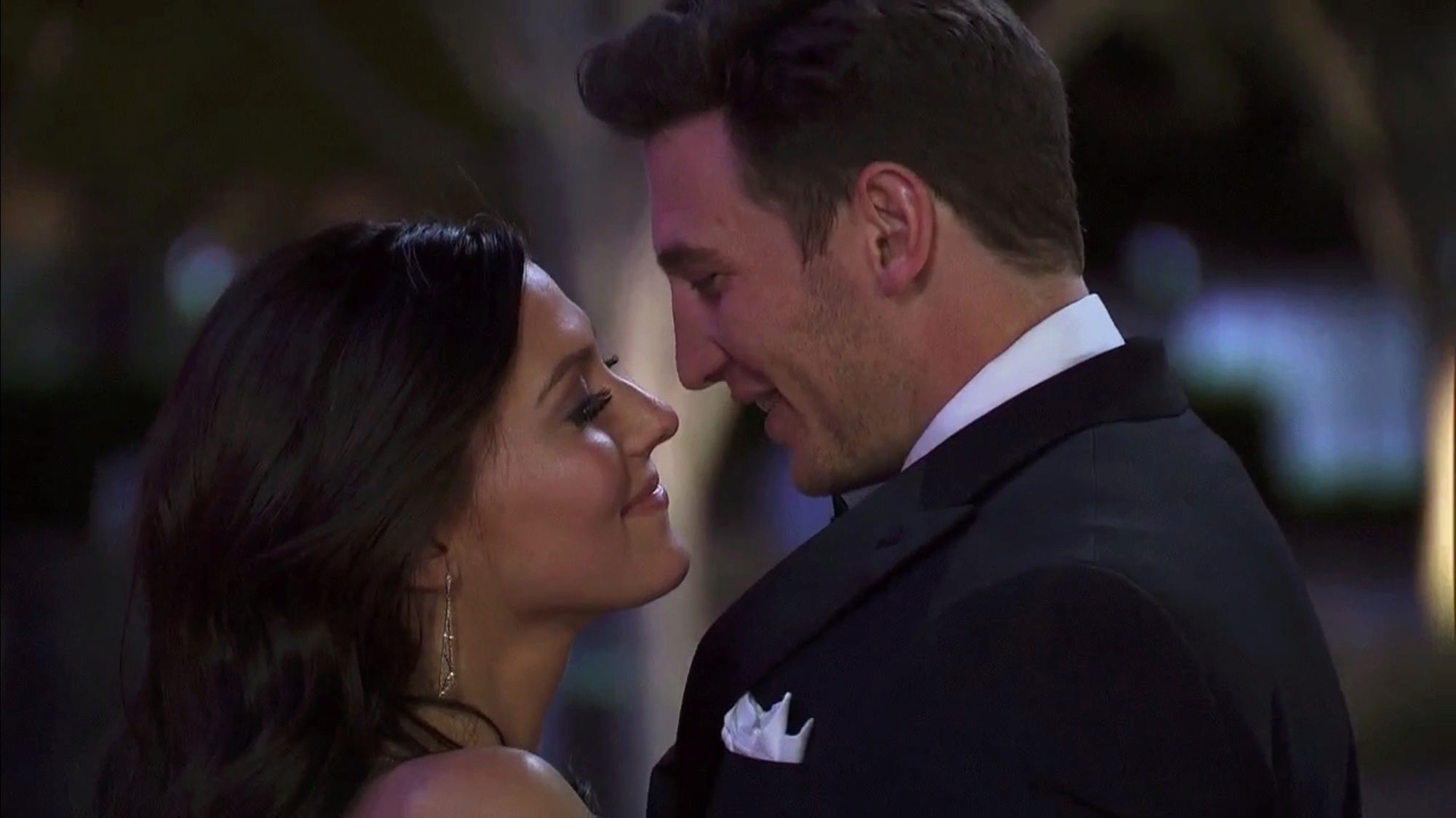 Bachelorette 14 - Becca Kufrin - ScreenCaps - NO Discussion - *Sleuthing Spoilers* 19ac7510