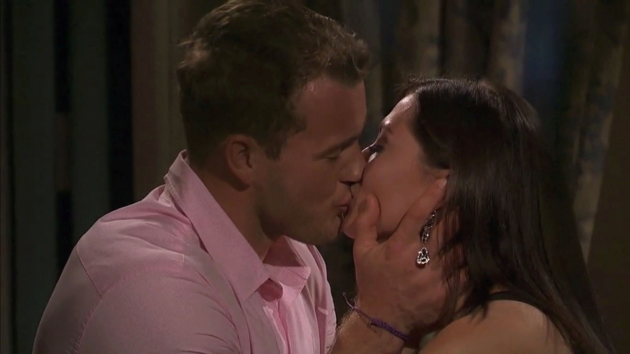 Bachelorette 14 - Becca Kufrin - ScreenCaps - NO Discussion - *Sleuthing Spoilers* 4eee0710
