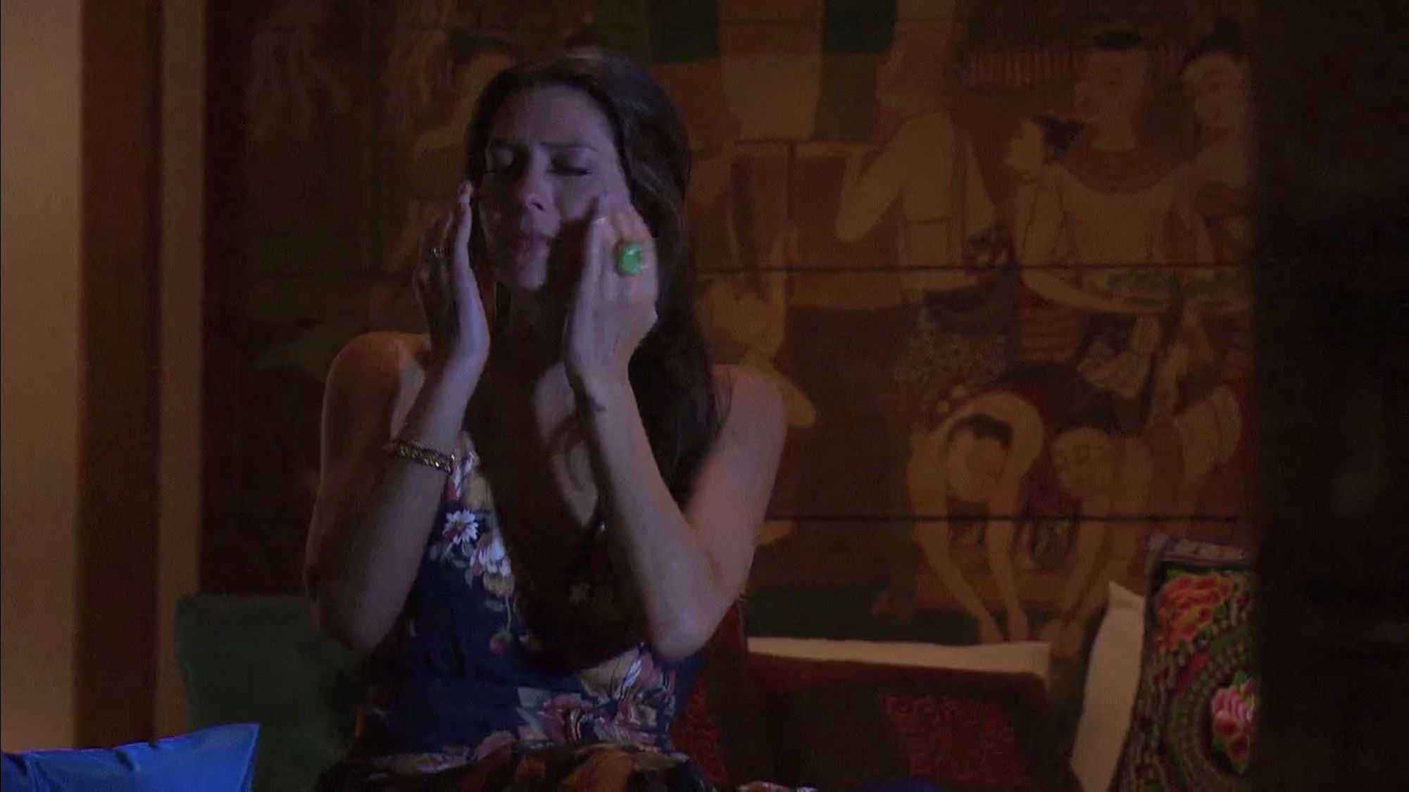 Bachelorette 14 - Becca Kufrin - ScreenCaps - NO Discussion - *Sleuthing Spoilers* C5c8f810
