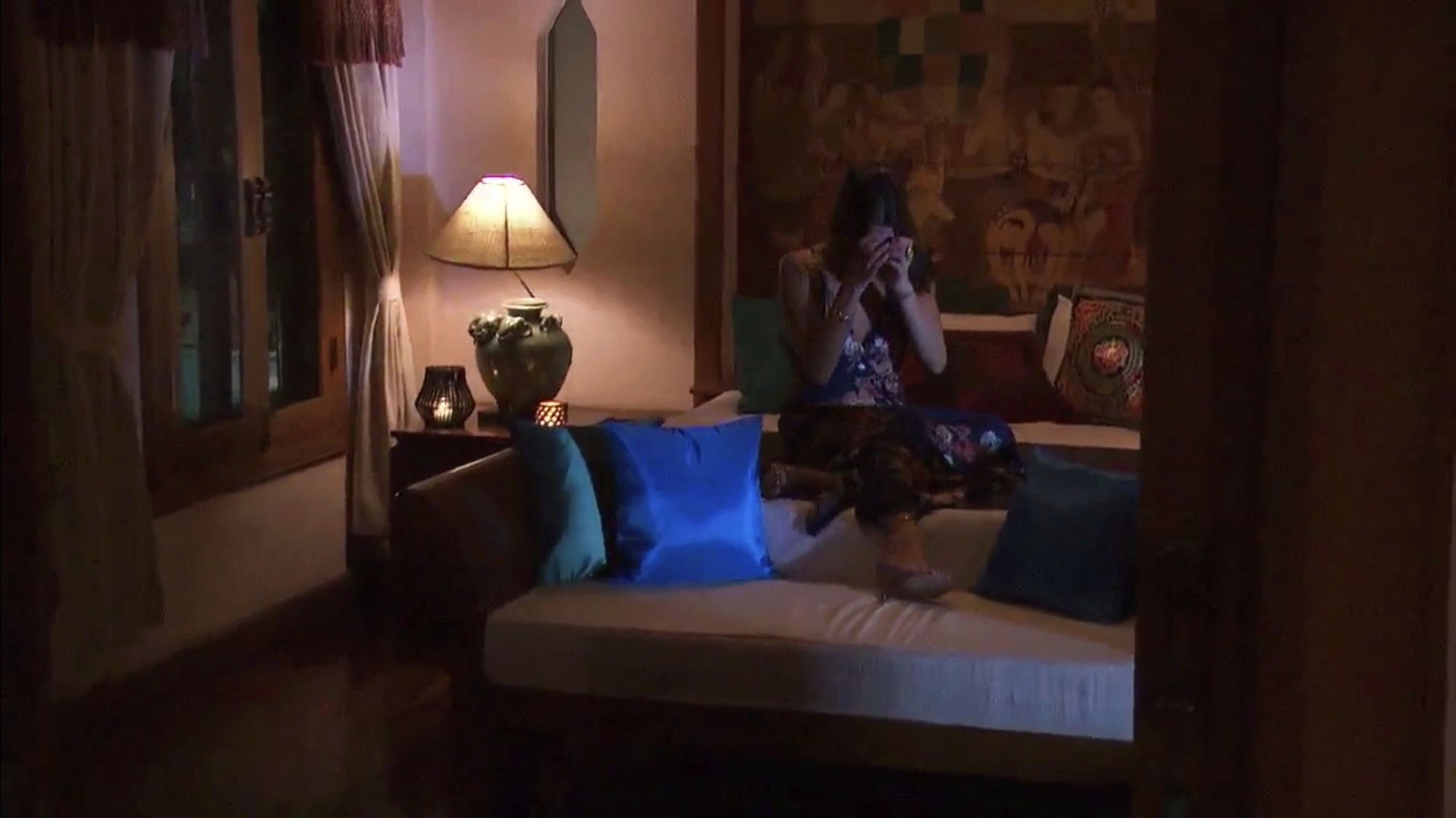 Bachelorette 14 - Becca Kufrin - ScreenCaps - NO Discussion - *Sleuthing Spoilers* F4136d10
