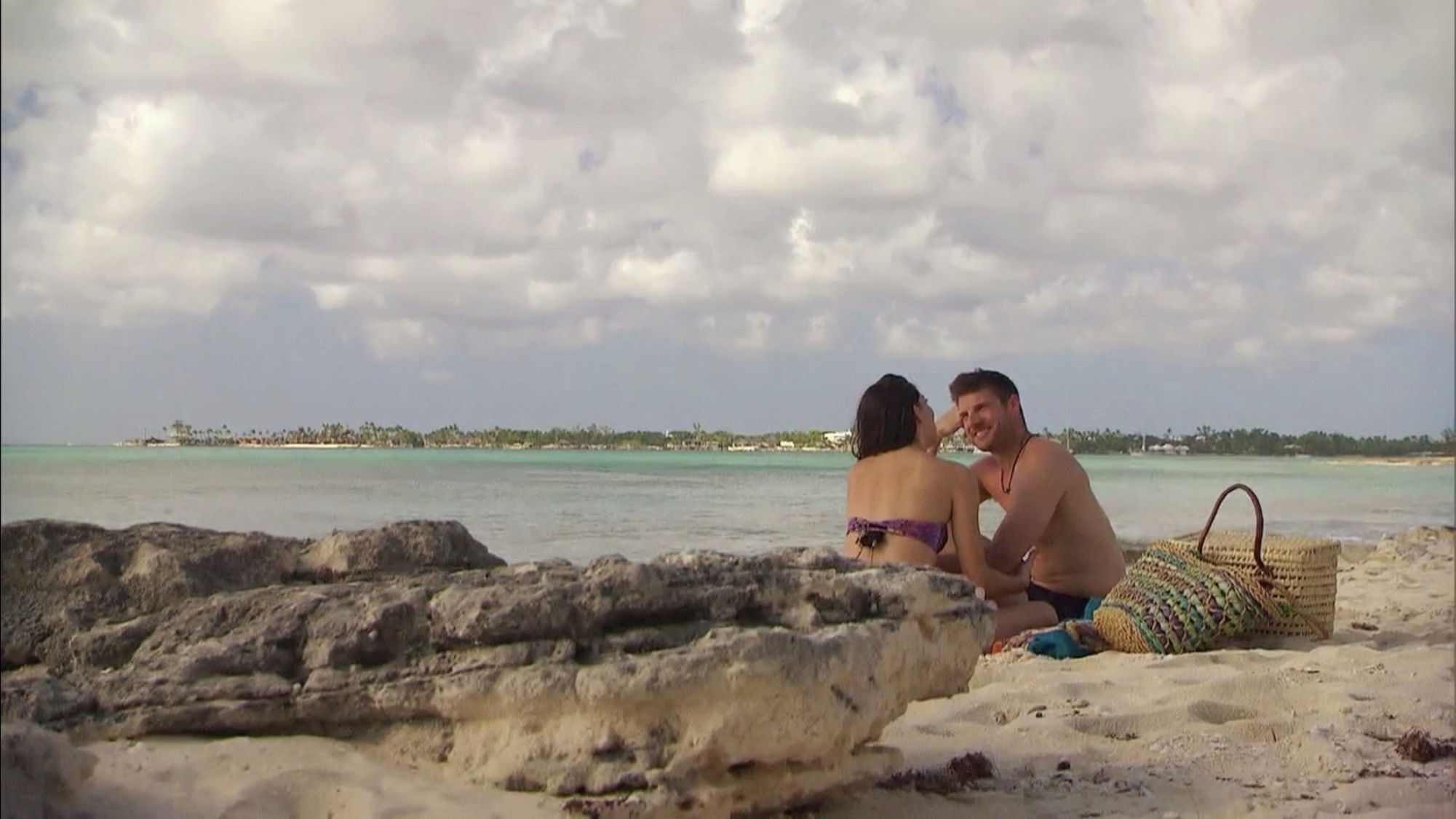 Bachelorette 14 - Becca Kufrin - ScreenCaps - NO Discussion - *Sleuthing Spoilers* F89df711