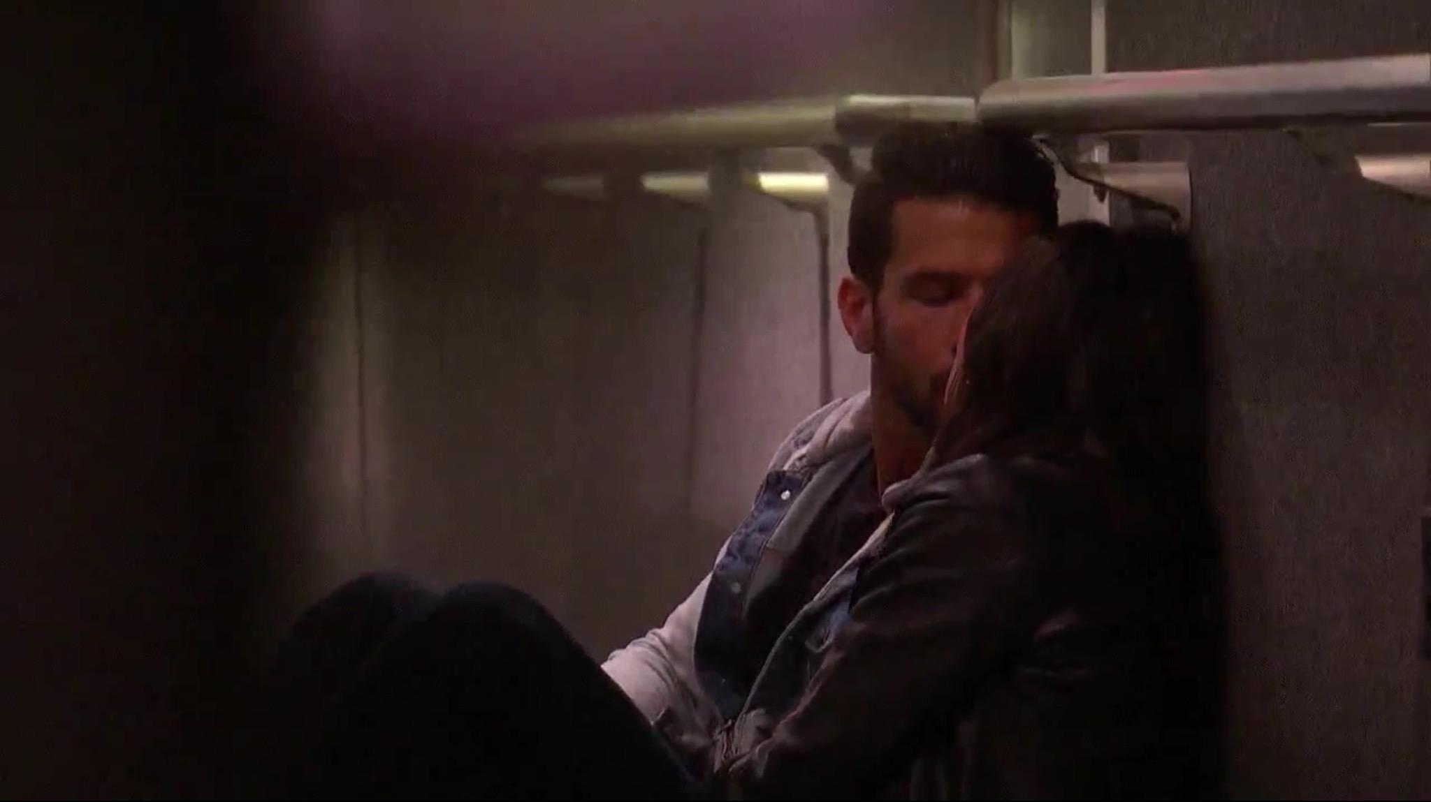 Bachelorette 14 - Becca Kufrin - ScreenCaps - NO Discussion - *Sleuthing Spoilers* Image295