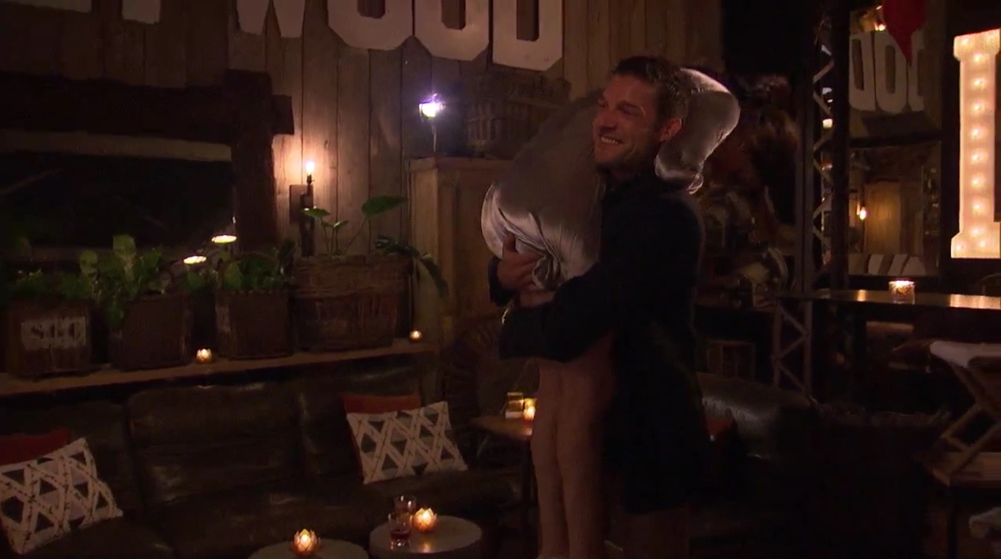 Bachelorette 14 - Becca Kufrin - ScreenCaps - NO Discussion - *Sleuthing Spoilers* Image300