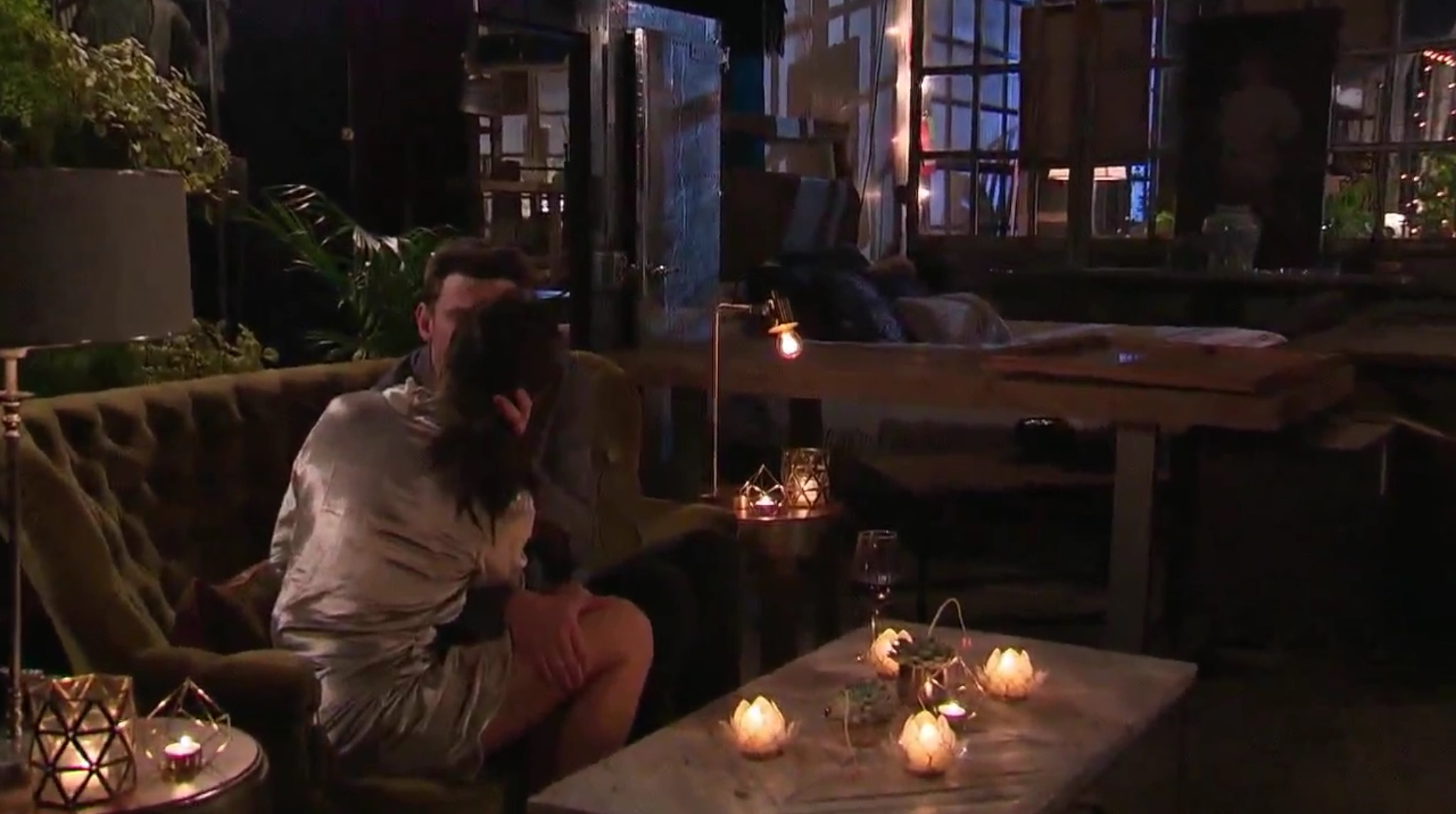 Bachelorette 14 - Becca Kufrin - ScreenCaps - NO Discussion - *Sleuthing Spoilers* Image302