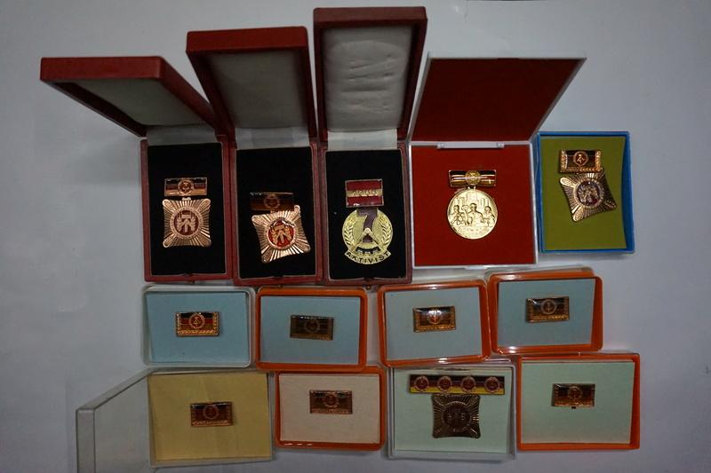 Insignes - médailles DDR Dsc06010