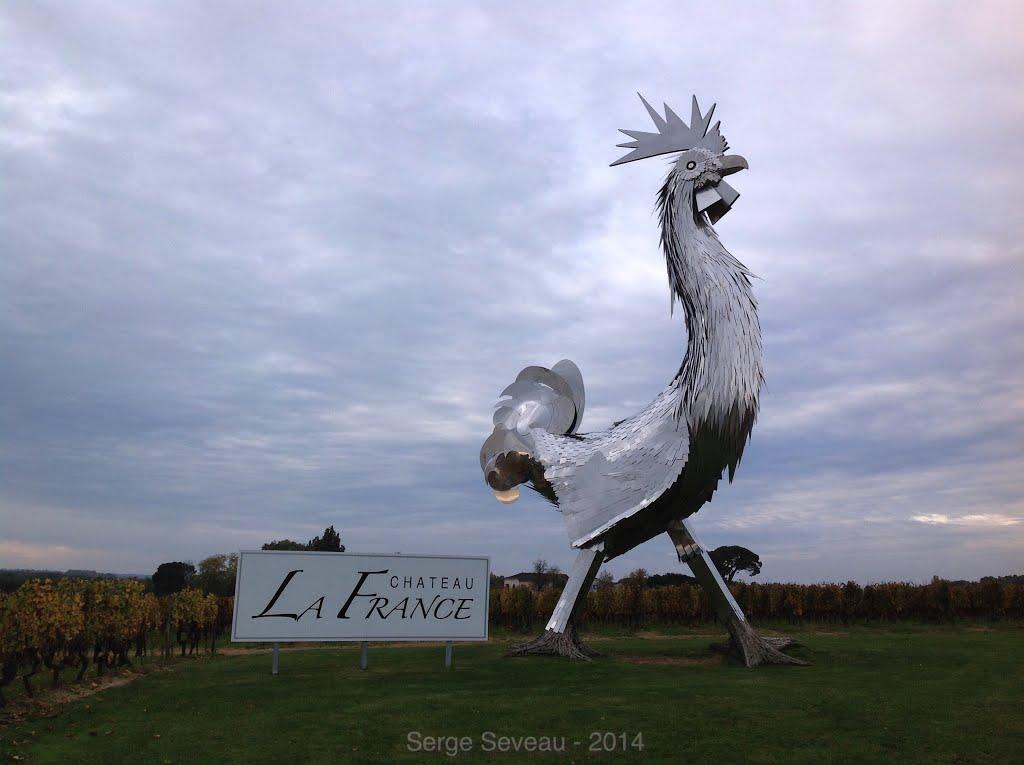 Statue « Le Coq » de Château la France-Quinsac, Beychac-et-Caillau en France. 11515210