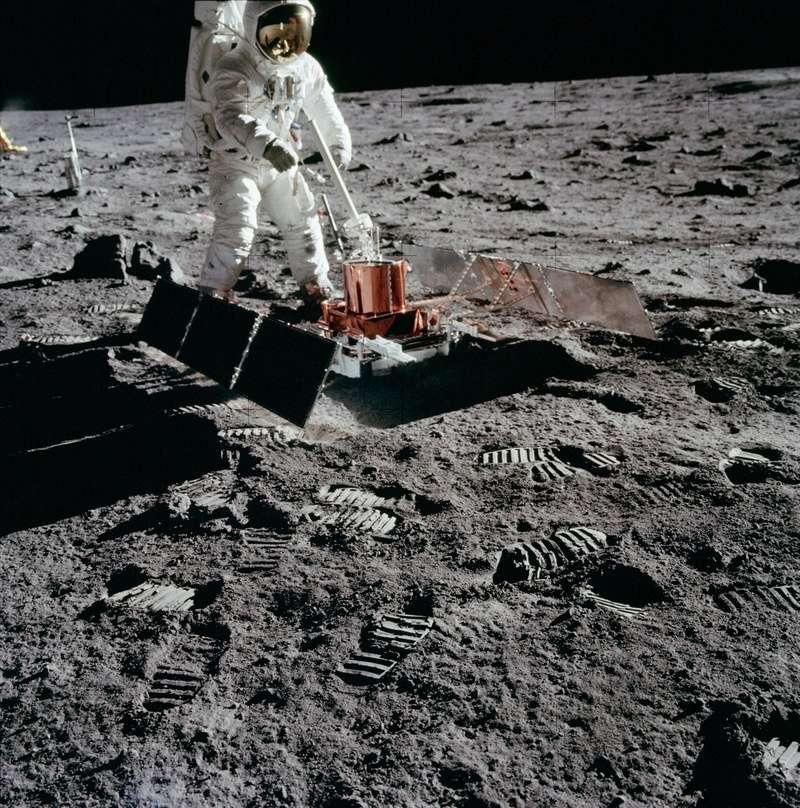 Apollo 11 vu par google earth - Page 2 As11-411