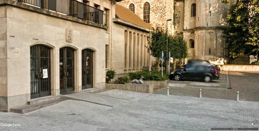 Collégiale Sainte-Gertrude de Nivelles en Belgique. Chien_10