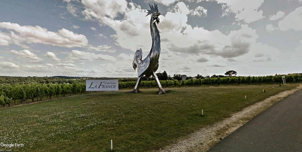 Statue « Le Coq » de Château la France-Quinsac, Beychac-et-Caillau en France. Coq_vu10