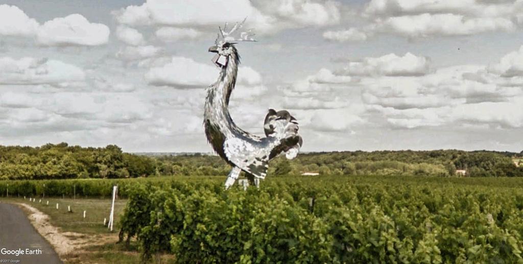 Statue « Le Coq » de Château la France-Quinsac, Beychac-et-Caillau en France. Coq_vu11