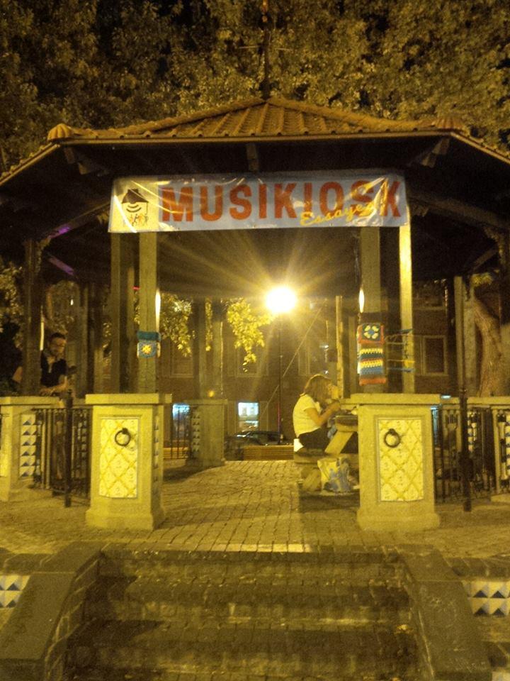 Les kiosques du monde !! - Page 10 Musiki10