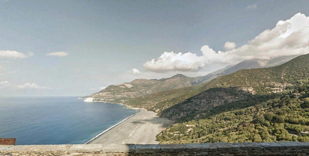 La plage dessinée de Nonza en Corse. Nonza_15