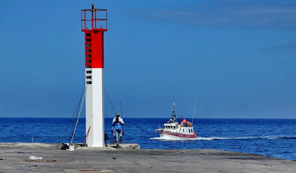 [VIE DES PORTS] Quelques bateaux de pêche (sur nos côtes Françaises) - Page 37 Le_po198