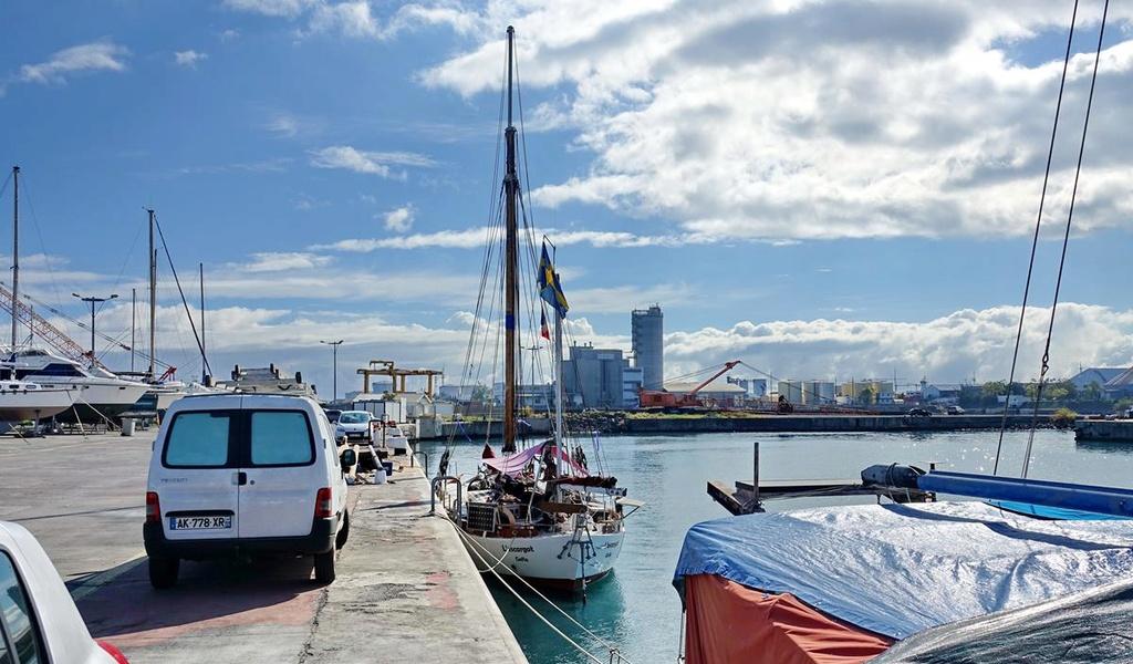 [Vie des ports] Les ports de la Réunion - Page 12 Le_po502